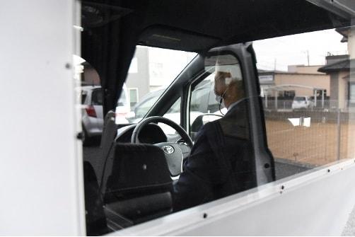 運転席側と後部座席の視界を広くクリアに