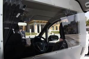 感染者搬送車の確認窓